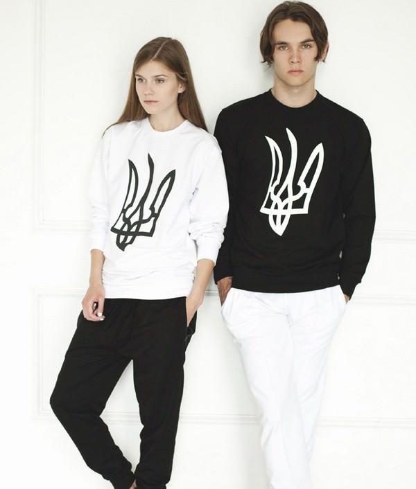 Ксения Шнайдер впервые разместила тризубы на сових свитшотах еще летом 2013 представила свою новую коллекцию второй линии X'U. В свитшот именно этого бренда Иван Дорн исполнял свой «Танець Пінгвіна».