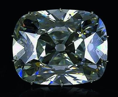 Роскошный – белый с едва уловимым голубоватым оттенком, алмаз «Регент» считается одним из самых красивых в мире