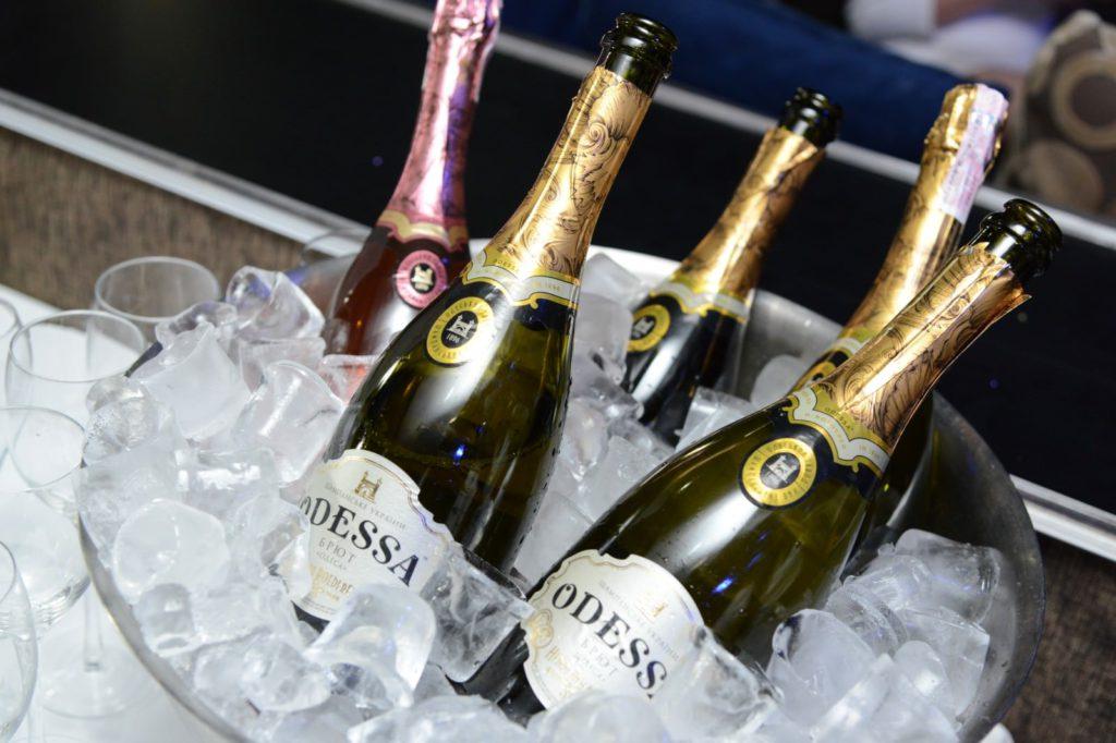 Шампанское «Одесса» - угощение для всех гостей от компании «Винфорт»