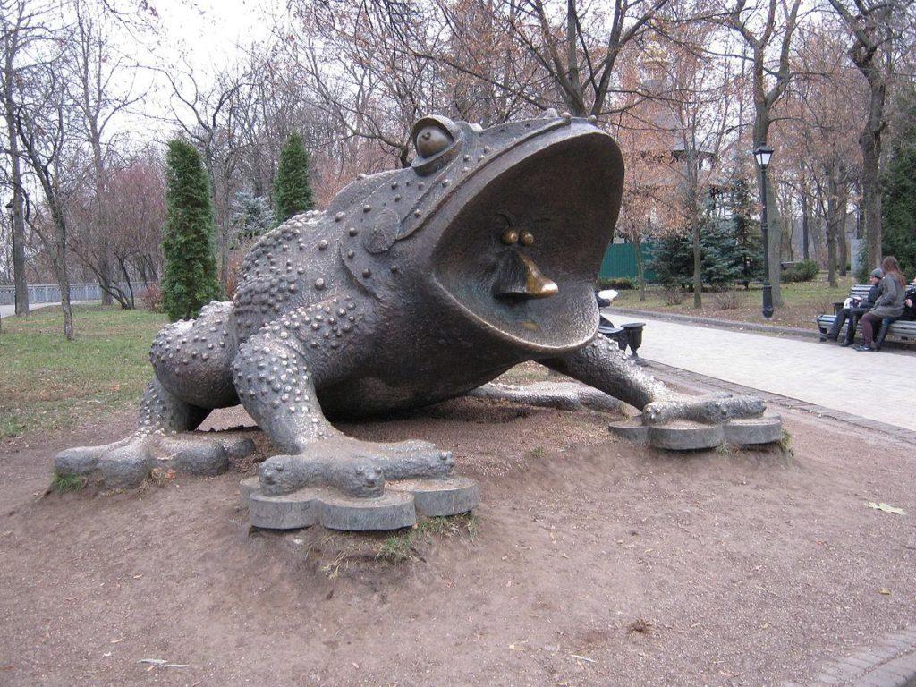 1200px-Хрещатий_парк._Пам'ятник_жабе