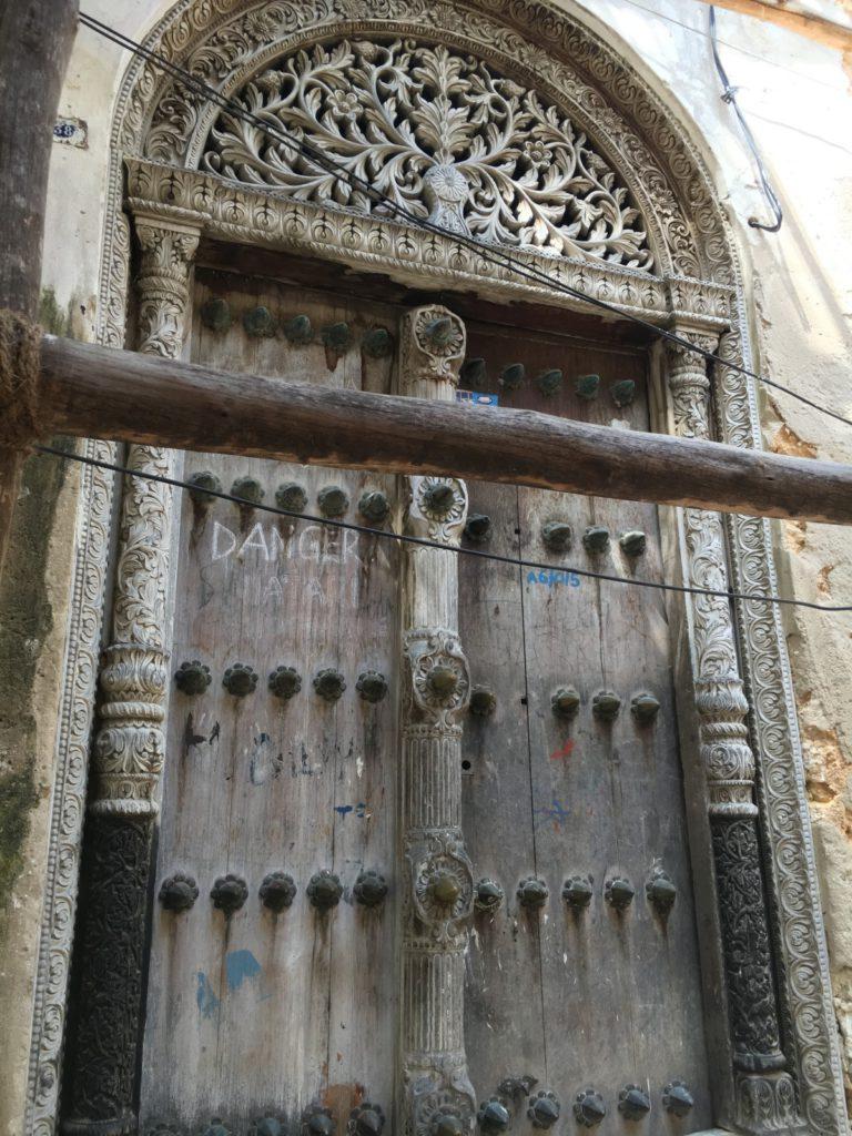 Дверь работорговца