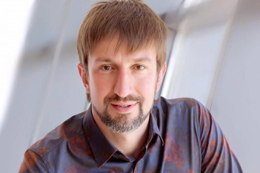 Олег Попов: Когда один из партнеров привносит и сохраняет что-то новое в контакте, второй человек будет вынужден вести себя по-другому или выйти из взаимодействия.