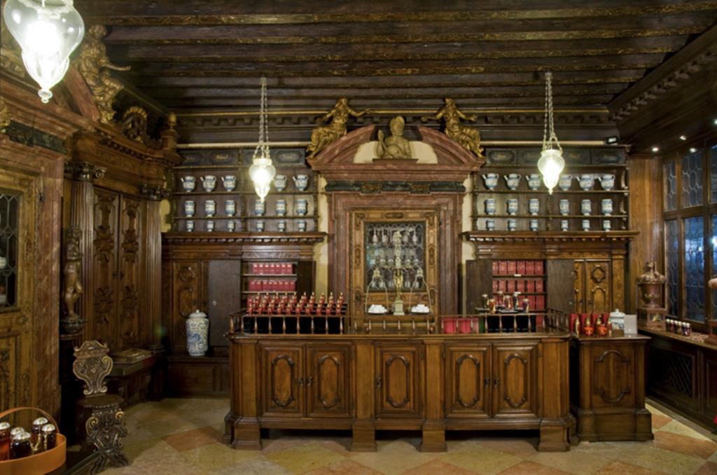 В бутикеTheMerchantofVenice бережно сохранен истинный дух старинной Венеции