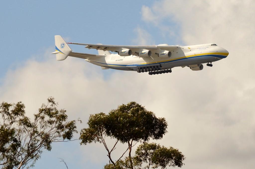 Antonov_Airlines_Antonov_An-225_Mriya_UR-82060_Perth,_2016_(01)