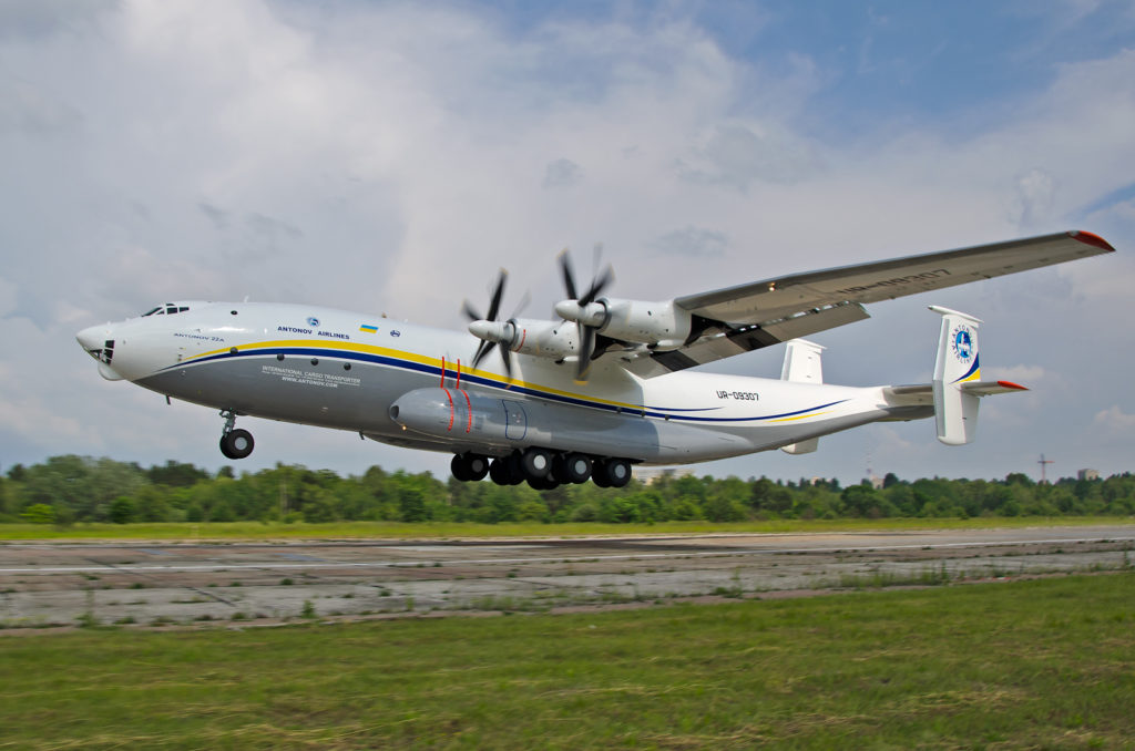 Antonov_An-22_in_new_livery_at_Kyiv_Sviatoshyn_Airfield