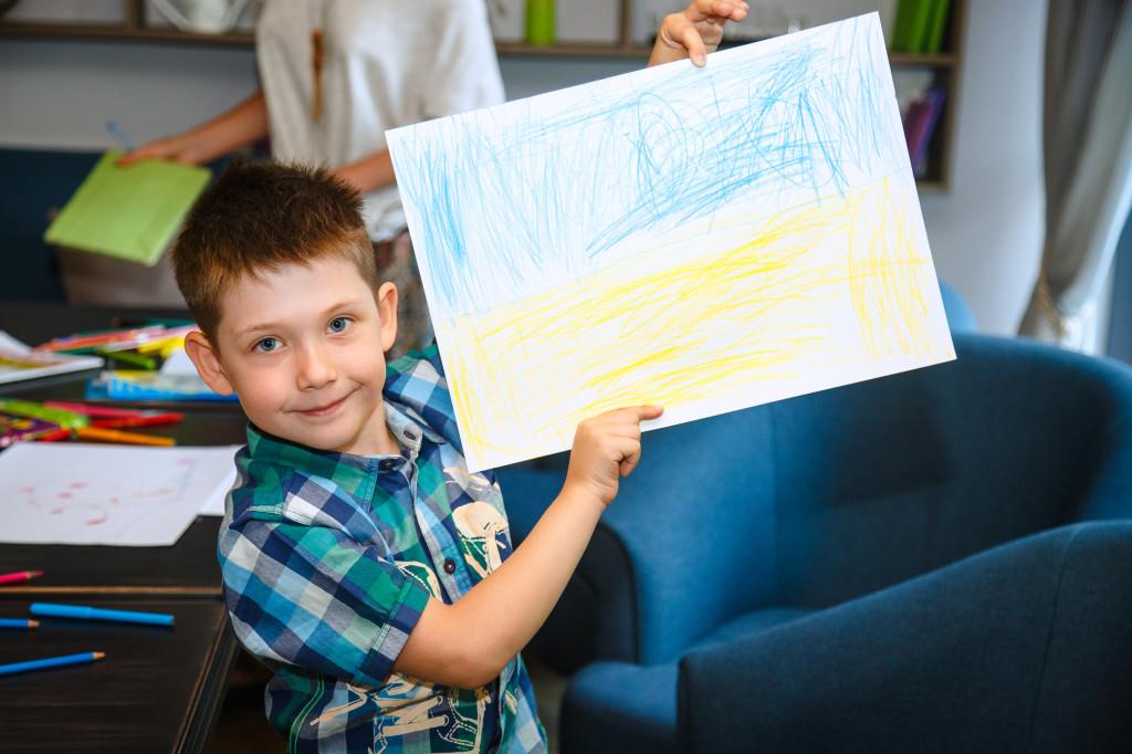 Артём Николенко, 9 лет. Классно гоняет на велике и ирает на iPad.