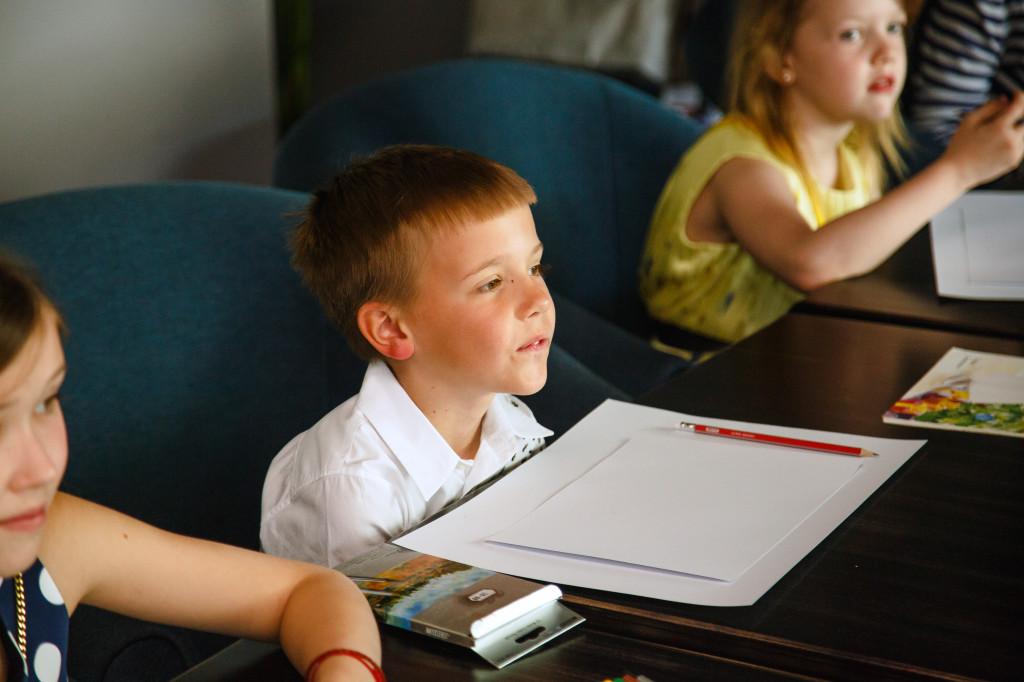 Ярик Деревянко, 7 лет, занимается футболом и теннисом, а <i>стих позировать</i> еще - играет на пианино!