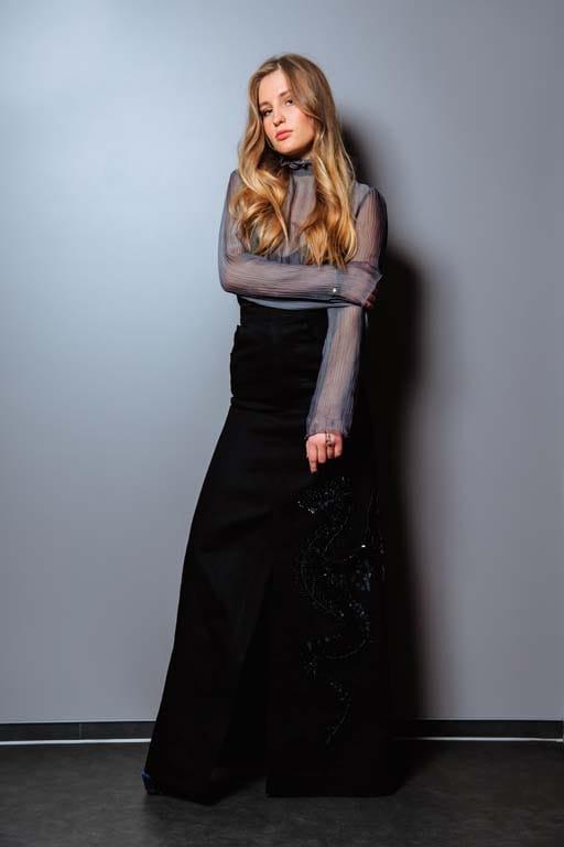 На Алине Савченко: блуза Queens, юбка Dalood